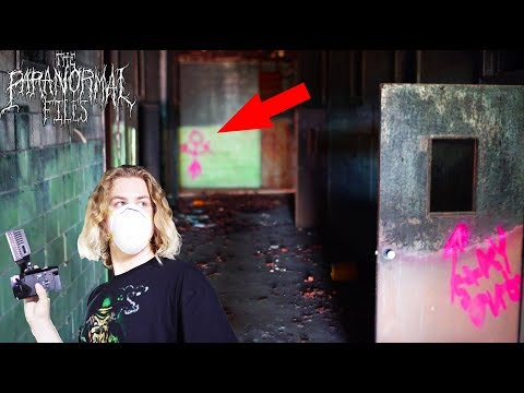 [SCARY!!] HAUNTED, ABANDONED HIGH SCHOOL investigation (Urban Exploring Paranormal Vlog 2018 HD)