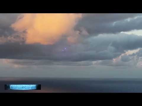 THE WORLD FREAKS OUT!! THE BEST 30+ UFO SIGHTINGS OF September 2016!!