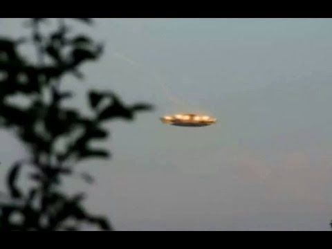 ?UFO Alien Sightings 2016. 2 AMAZING UFOs Caught on Camera in the Sky?